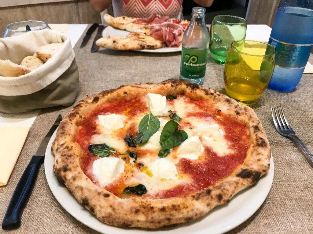 pizza margherita con bufala