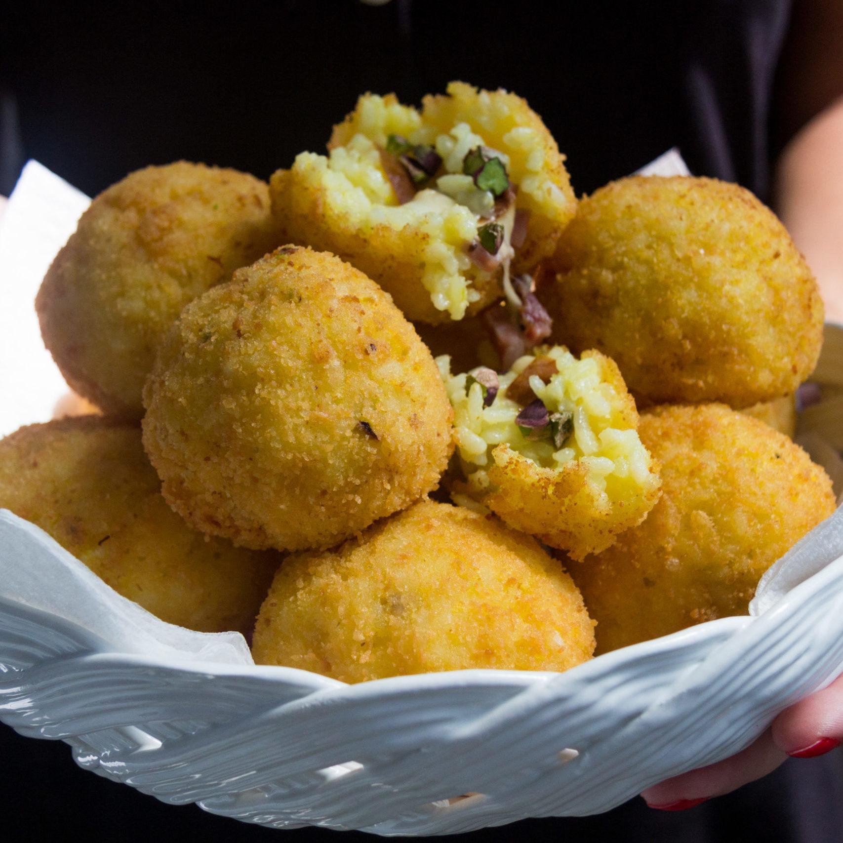 Arancine con caciocavallo di Agerola e pistacchio siciliano
