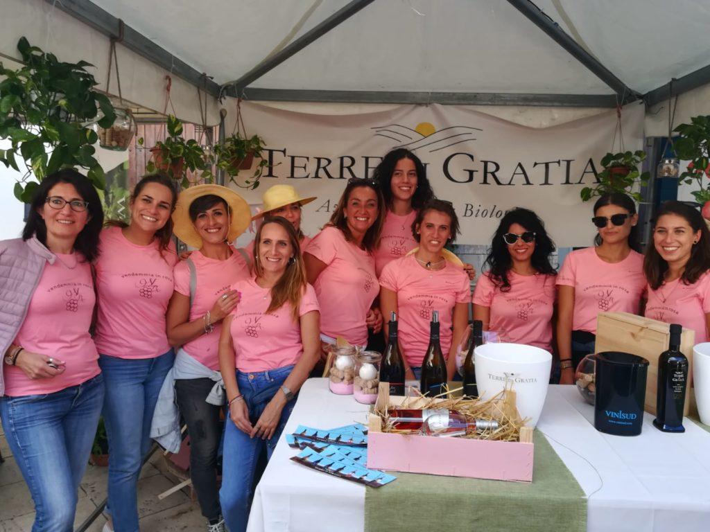 Il team della vendemmia in rosa nello stand di Terre di Gratia per il Camporeale Days 2018