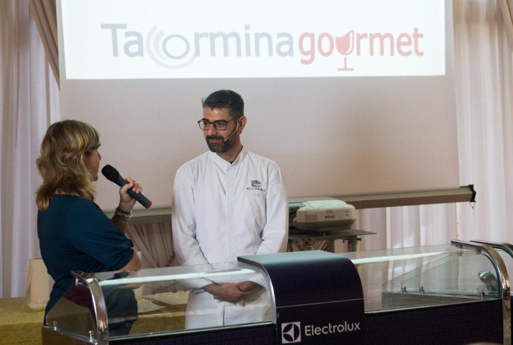 """Il cooking show di Accursio Craparo, chef 1 stella Michelin del ristorante Accursio, con il piatto """"Uovo a la coque"""" - saporite"""