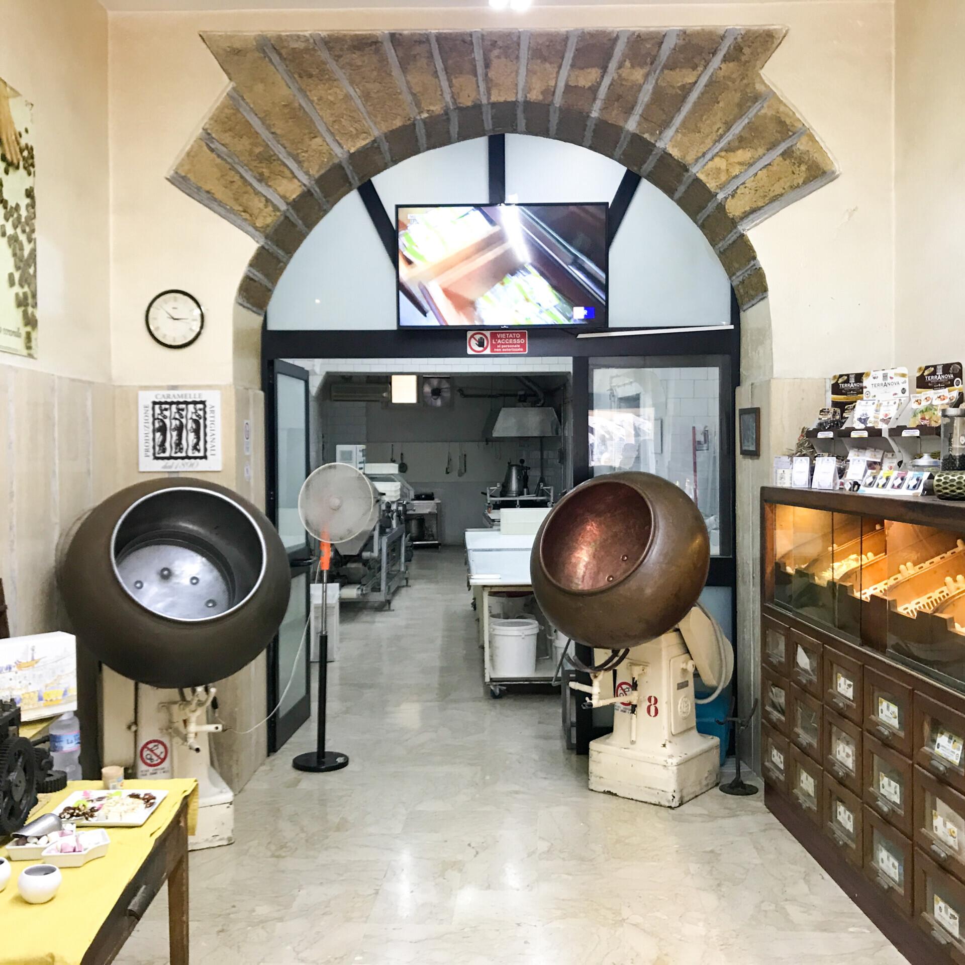 negozio storico terranova caramelle palermo - caramelle carruba